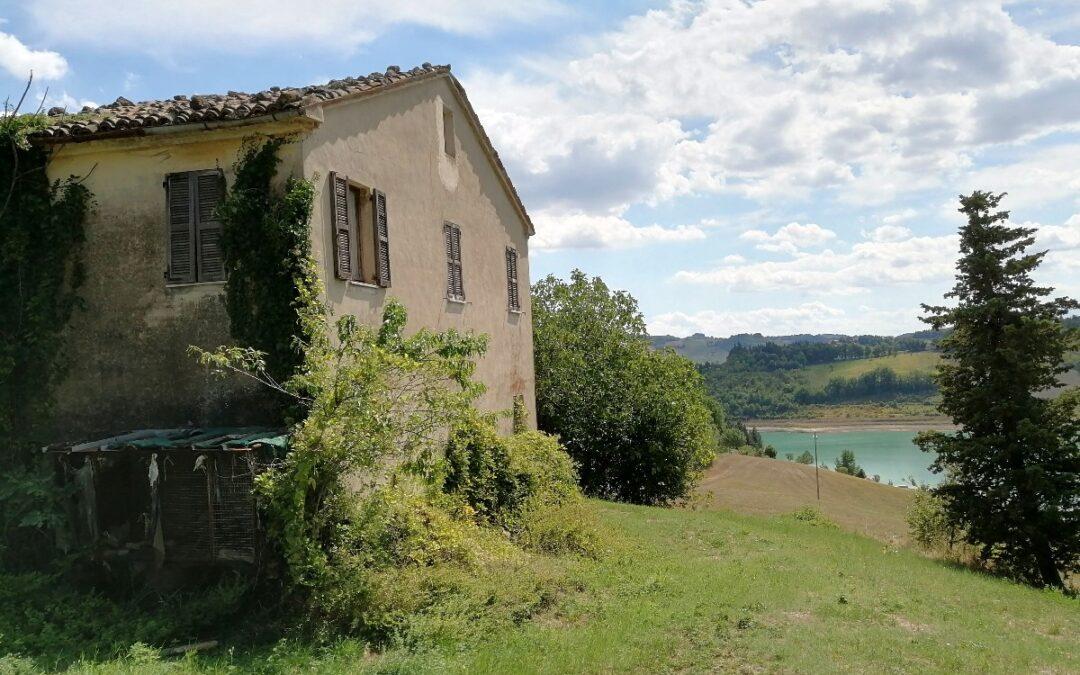 Casa sul lago di Cingolo (MC)